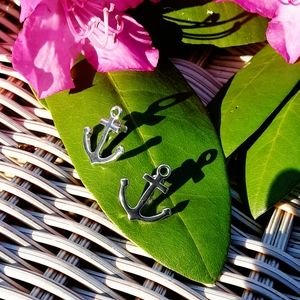 NWOT Adorable Silver Tone Anchor Earrings